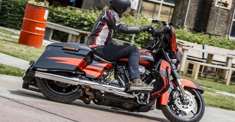 Harley-Davidson Street Glide CVO 2017 Test