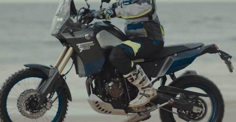 Yamaha Ténéré 700 World Riad scheurt door Australische Outback