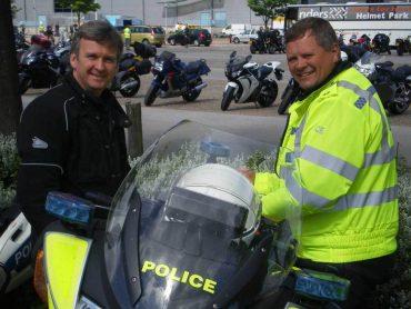 In Wales geeft de verkeerspolitie workshops aan motorrijders