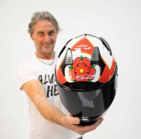 Helmfabrikant LS2 presenteert nieuwe Carl Fogarty replica's