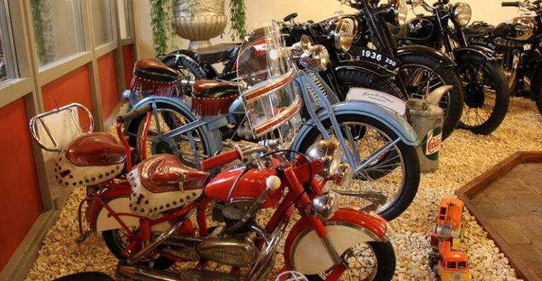 Unieke verzameling werkende motoren (en stoommachines) online geveild