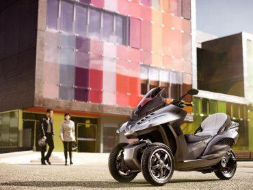 EICMA > Peugeot HYbrid3 Evolution Concept