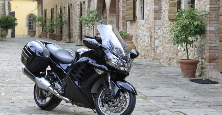 Film > Kawasaki 1400GTR 2010