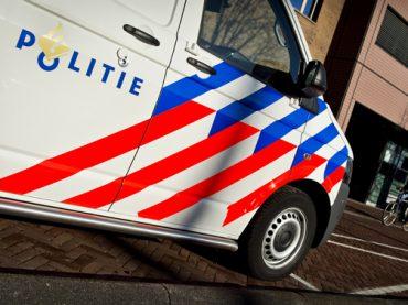 Motordieven 'bekogelen' politie met motorfietsen