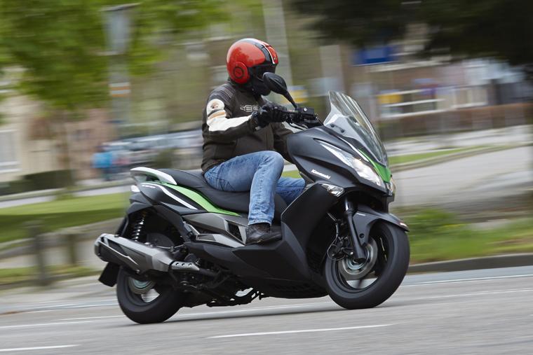 Getest: Kawasaki J300