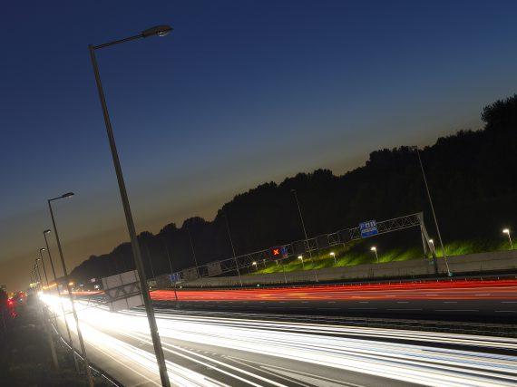 Onderzoek wijst uit: verlichting van voertuigen is te fel