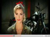 Film > Miller op een Harley-Davidson