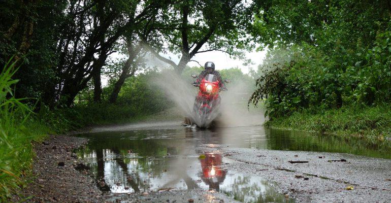 Met de motor op reis: Code Oranje, wat betekent dat voor je motorverzekering?