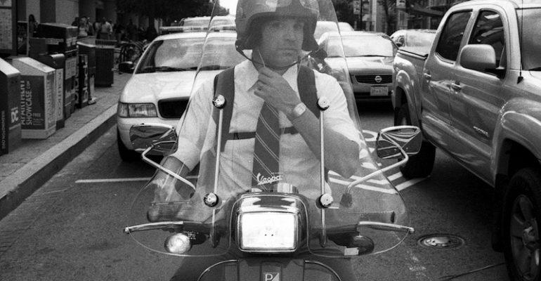 Even peilen> Driedelig op de scooter