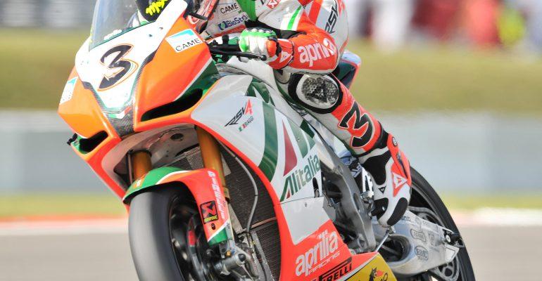 Nieuw logo op kuip van Aprilia Superbike