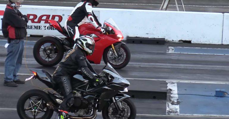 Kijken: Kawasaki Ninja H2 vs Ducati Panigale V4S dragrace