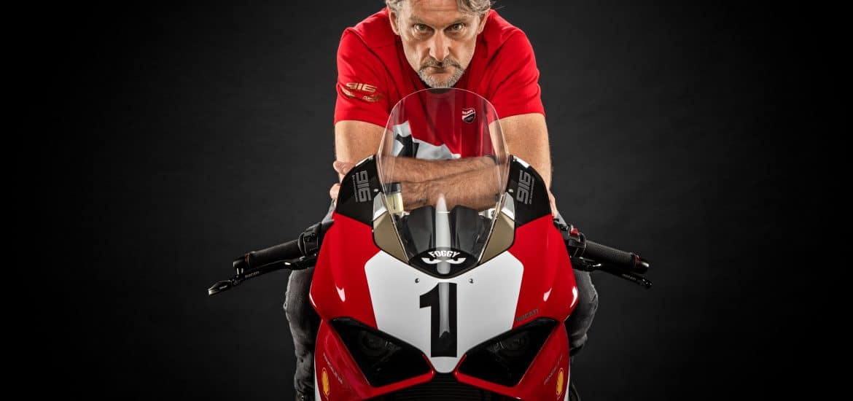 Ducati Panigale V4 Anniversario 916 met Carl Fogarty