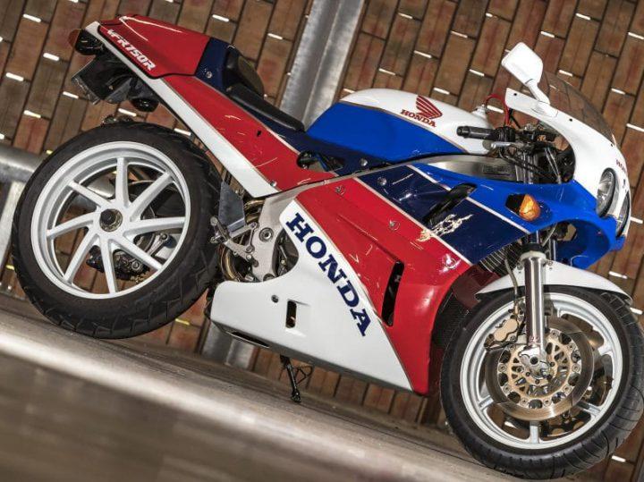 Zondagmorgenfilm: Honda RC30 in detail