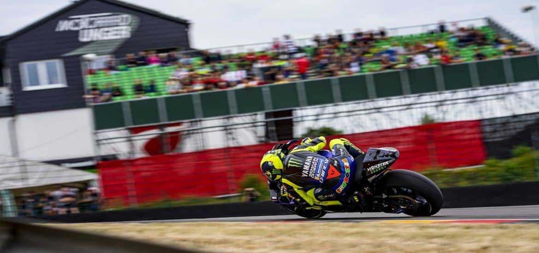 Valentino Rossi in actie op de Sachsenring.