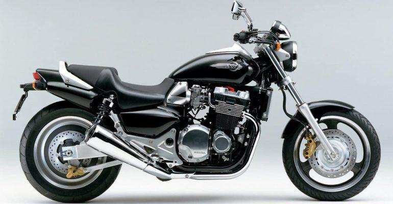 Vergeet-mij-nietje: Honda X4