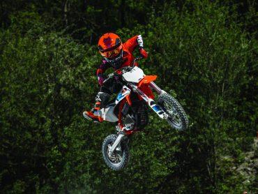 Met de KTM SX-E 5 kan de jeugd wél blijven crossen