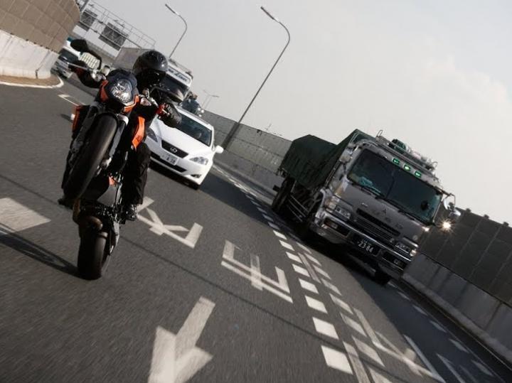 Zondagmorgenfilm: promo-video KTM Super Duke van weleer