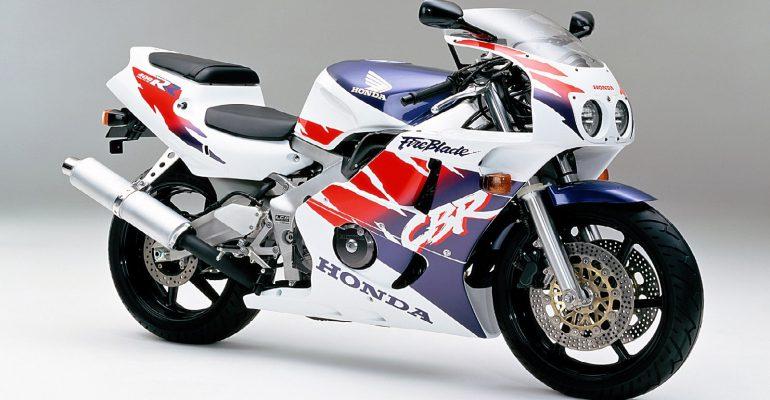 Vergeet-mij-nietje: Honda CBR400RR