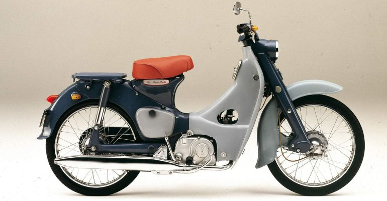 Zondagmorgenfilm: een Honda Cub slopen