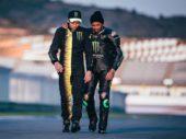 Video en foto's: Rossi en Hamilton ruilen van machine
