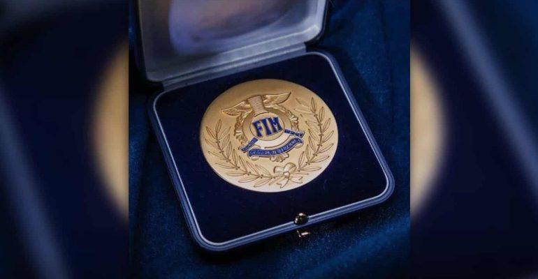 Arai geëerd met gouden FIM-medaille voor veiligheid
