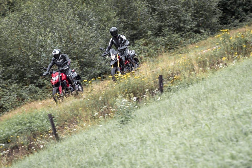 Vergelijk Aprilia Dorsoduro 900 vs Ducati Hypermotard 950