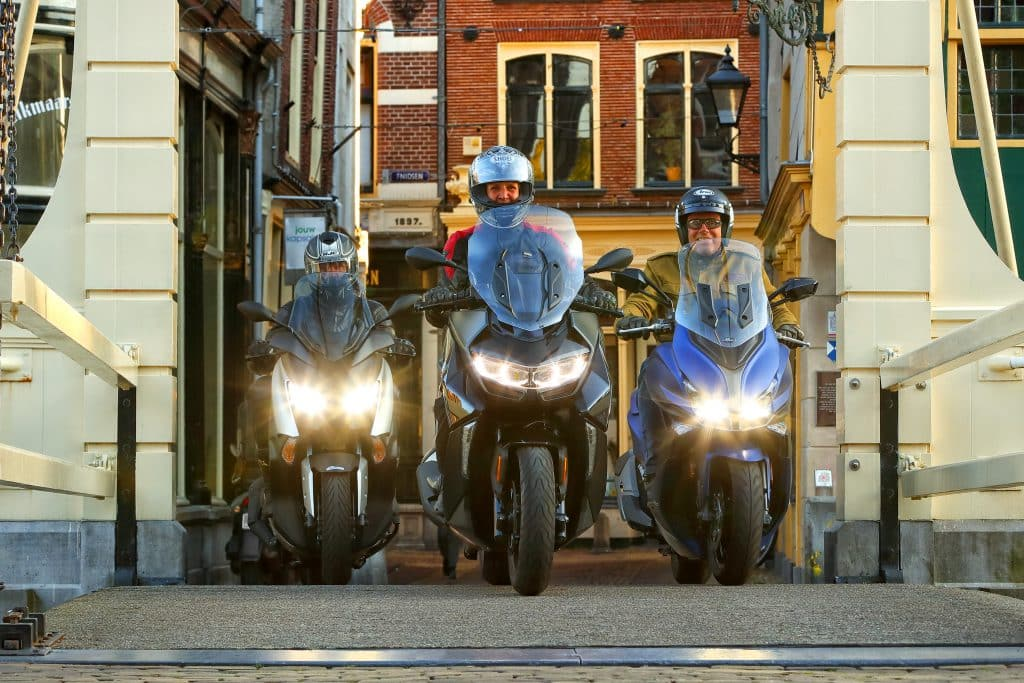 middenklasse toerscooters 2019 bmw c400gt vs kymco Xciting S 400 vs yamaha xmax400 (2)