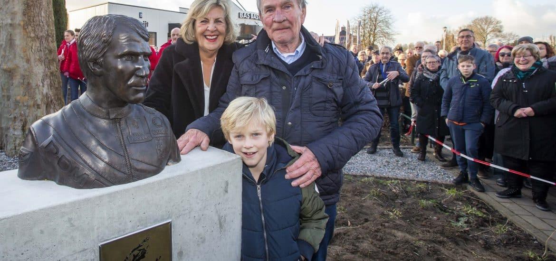 Boet van Dulmen met zijn echtgenote en kleinzoon Boetje (foto: Ad van de Graaf)