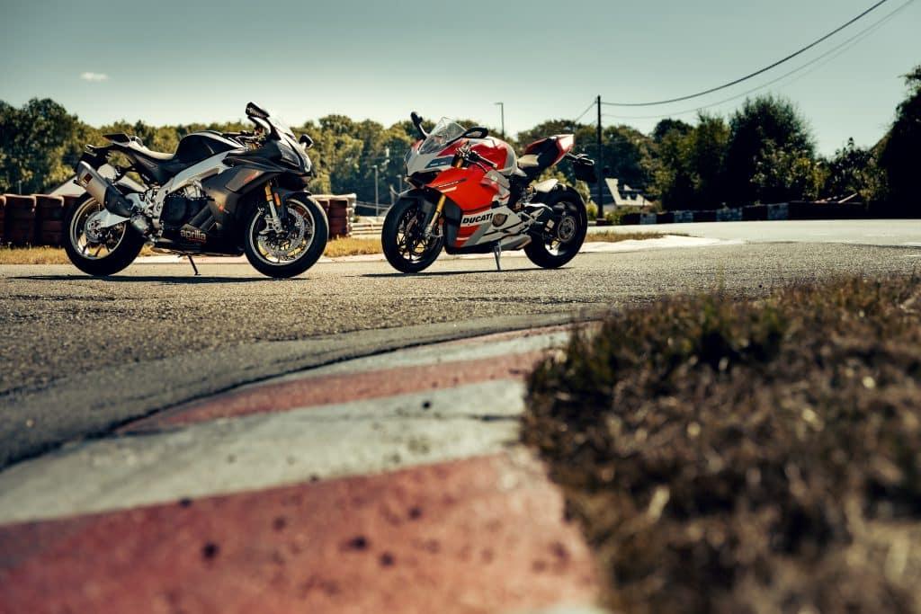 Dubbeltest Ducati Panigale V4S Corse vs Aprilia RSV4 1100 Factory
