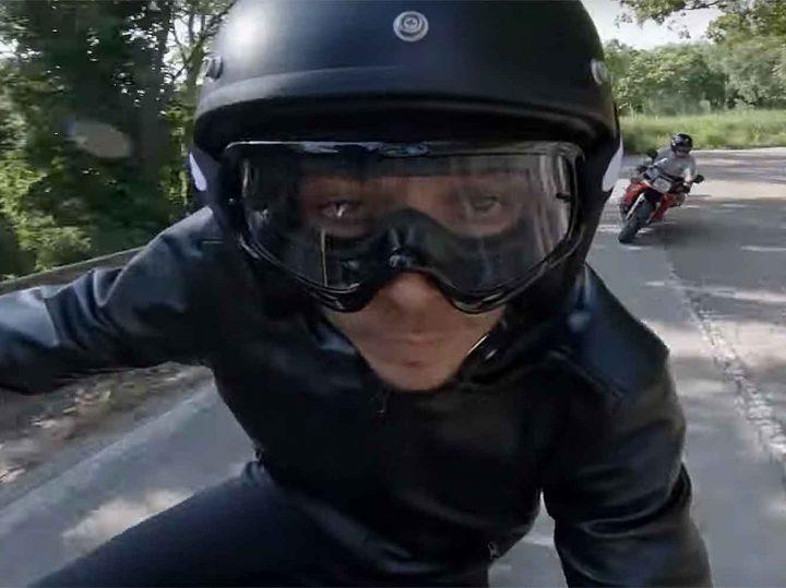 Rossi rijdt La Panoramica op een Yamaha XJR1300 Custom