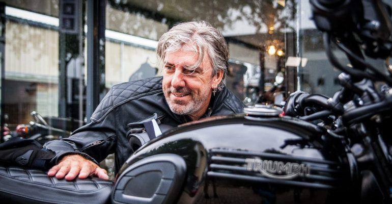 Ruud de Wild onthult Triumph-motorjack
