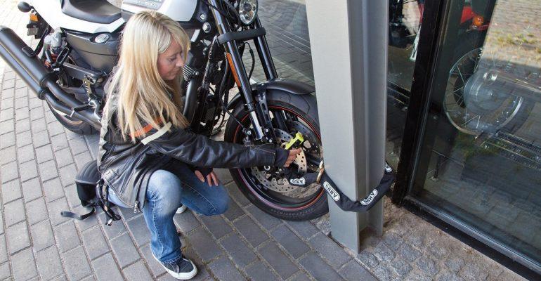 Motordief met berouw brengt Harley terug