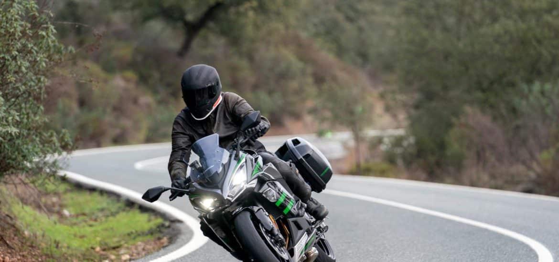 Ad rijdt met de Kawasaki Z1000SX 2020