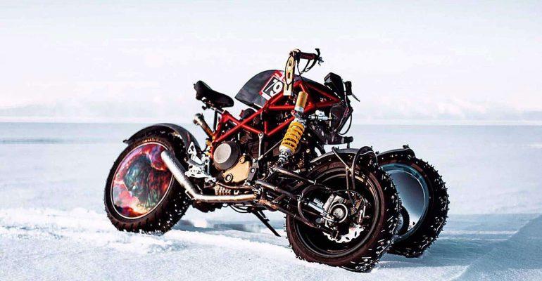 Supergave Russische driewielige ijsracer van Balamutti