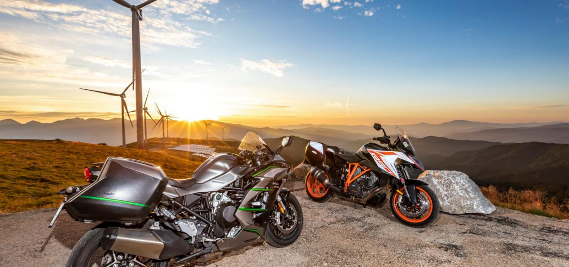 Kawasaki H2 SX vs KTM 1290 Super Duke GT