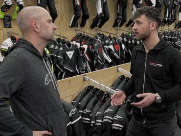 Heb jij vragen over motorkleding of accessoires?