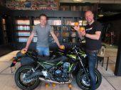MOTORbeurs-winnaar Michel ontvangt Kawasaki Z650