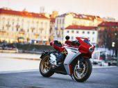 Bijzonder verhaal achter nieuwe kleurenschema's voor MV Agusta Superveloce 800