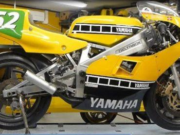 Zondagmorgenfilm: Complete wederopbouw Yamaha TZ250 GP-racer
