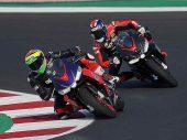 Aprilia MotoGP-rijders met RS 660 op circuit van Misano