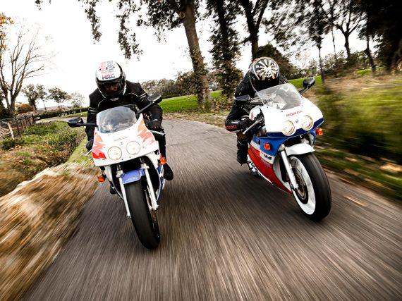 Honda VFR400R NC30 en Honda CBR400RR NC29 test