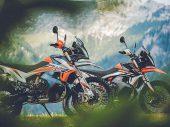 KTM presenteert 890 Adventure R Rally en 890 Adventure R