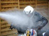 Motorkledingtest: Middenklasse-motorpakken in de regen