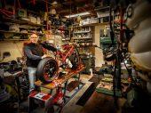 Klassiekers en racemotoren in de schuur van Frank