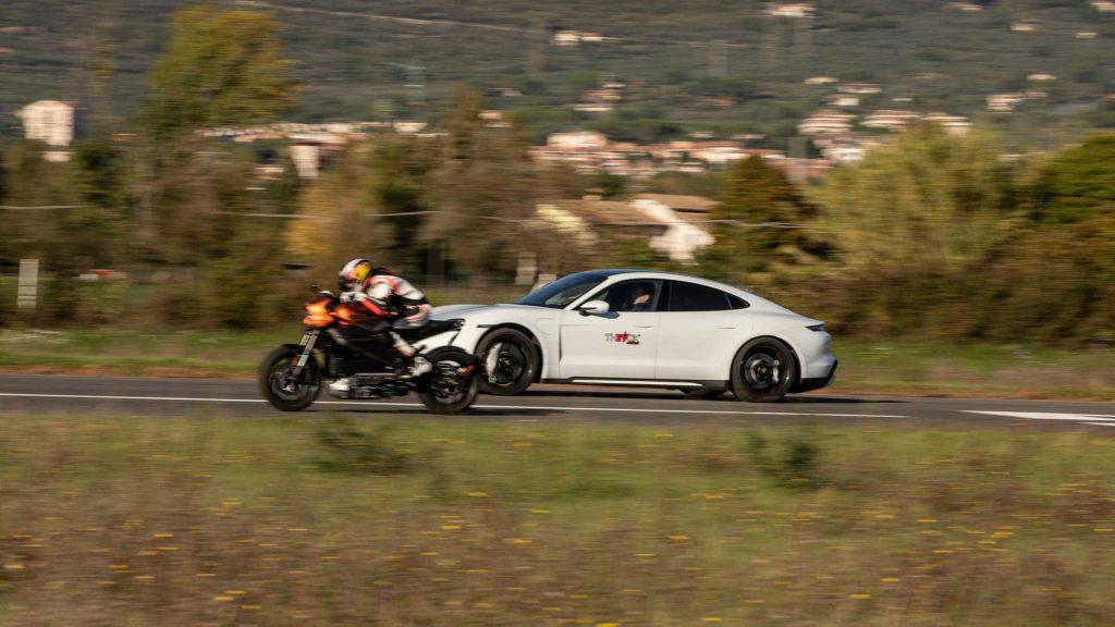 Harley-Davidson LiveWire vs Porsche Taycan Turbo