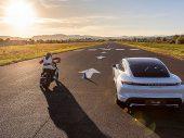 Video: Harley-Davidson LiveWire vs Porsche Taycan Turbo