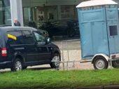 Pas op: politie flitst vanuit mobiele toilet