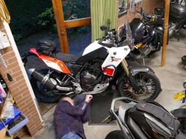 Garage73: Yamaha Ténéré 700 #3: Bumpers en kreukelzones monteren