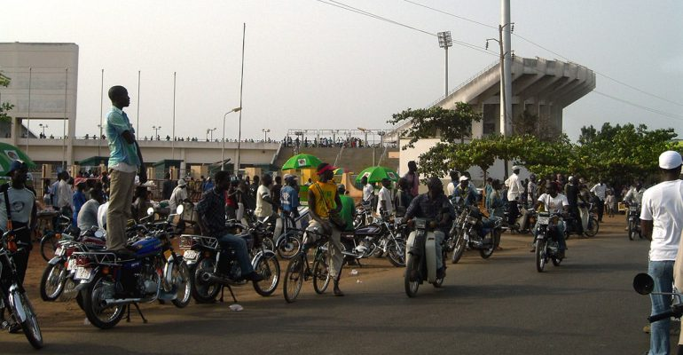 De motortaxi verovert Afrika en verandert het openbaar vervoer