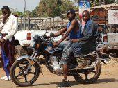 Motortaxi-industrie houdt Afrikaanse kinderen van school